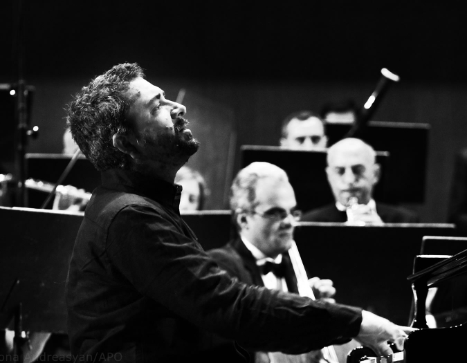 Image of Konstantin Lifschitz playing the piano on stage during a performance