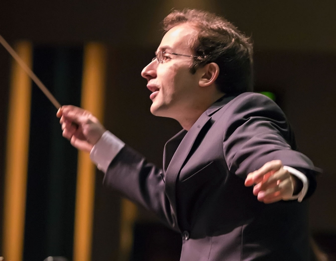 Image of Radu Paponiu, assistant conductor of the Naples Philharmonic, on stage during a performance