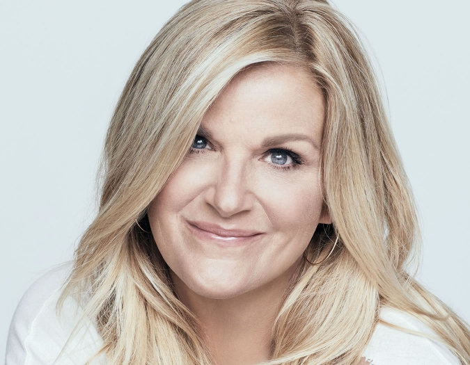 Image of Trisha Yearwood in a promotional portrait