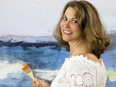 Image of artist Amy Heuerman at her canvas