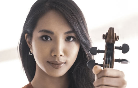 Image of Nancy Zhou, violin in a promotional portrait