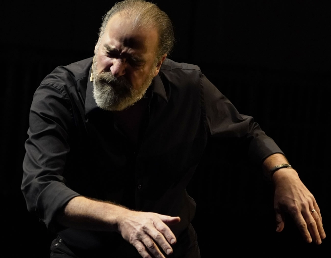 Image of Mandy Patinkin on stage during performance